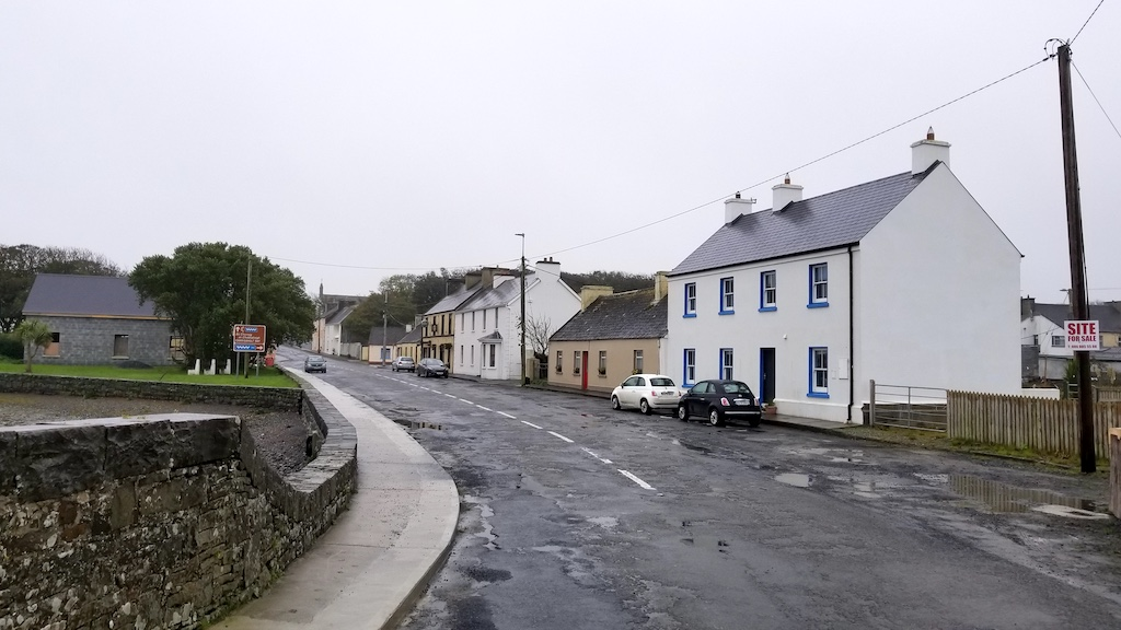 Carrigaholt, Ireland - Roadway to city